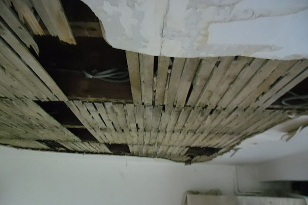 Lathe and plaster ceiling