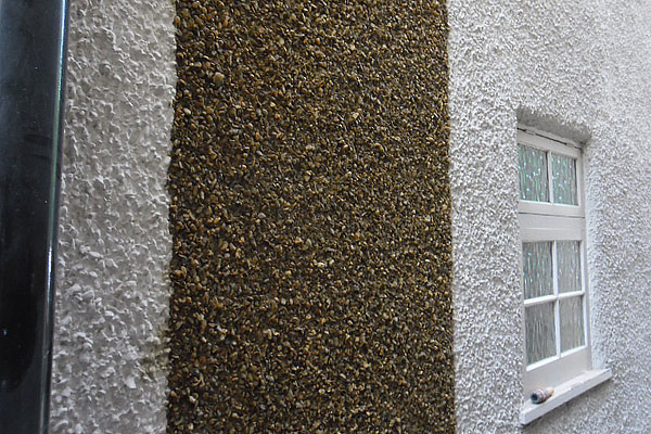 Pebble dashed wall